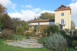 Unique 11-bedroom lakeside property. Great income potential, pool and views. Aude.