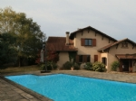 Well renovated, comfortable home with 4 beds & a pool