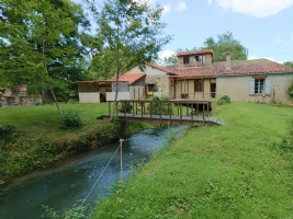 Water mill, 3 bedrooms, on a plot of land of 4,6 hectares