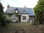 Detached stone House + adjoining barn waiting to be transformed....well located..10 minutes to