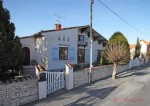 Chef Boutonne (79) - Detached town house to refresh offering spacious