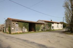 Melleran (79) - stone house with outbuildings and courtyard garden