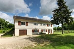 Civray (86) - Sous-sol property on the edge of the town, large garden of 3,159m2