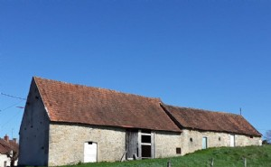 BARGAIN Huge detached barn to convert in pretty location.