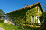 Beuatiful character house, with 2 apartments, several outbuildings on 1HA3.
