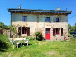 Nice renovated house with maisonnette and big closed hangar.