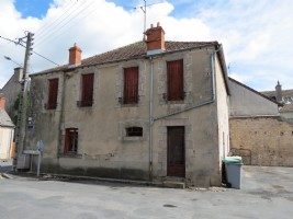 3 bedroom Town house with rental income.