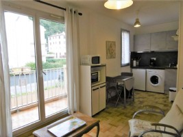 'Charming practical studio apartment, with balcony, fully furnished in small peaceful development'