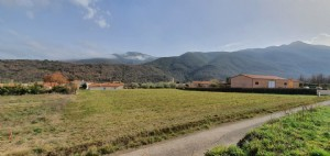 *Build your perfect home on this fantastic plot with mountain views