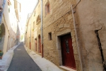 *Ideal investment - 2 bed house with separate apartment in central Pezenas!