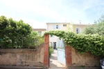 *Gorgeous 5 bedroom winegrowers house with a pretty garden