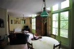 Sunny and modern 2 bed ist floor apartment - historic centre of Pezenas!