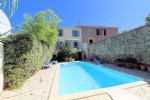 *Rare! vigneronne with terrace, garden and pool near Beziers.