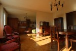 *Appartment in quiet city centre location with garage and balcony .