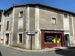 Verteuil sur Charente : Riverside Building In Good Condition And Loft Apartment to Renovate