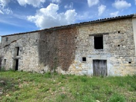 Barn with courtyard to be renovated