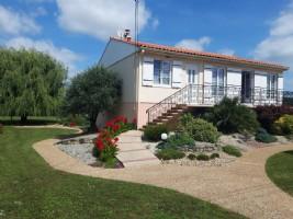 Fontenay Le Comte – 4 Bedroom Home Walking Distance to Shops