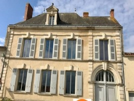 Vendee – Superb Manor House with Scope for Gites