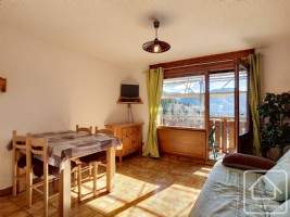 A spacious and bright studio apartment close to the slopes.