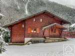 A spacious and modern 4 bedroom chalet, ideally located between the skiing of Linga and Pre La Joux.