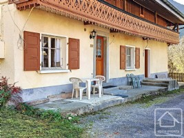 58m2 apartment with separate 22m2 studio for renovation, plus cave and garden.