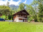 Beautifully situated 4-bed holiday chalet, 5 minutes drive from the slopes in quiet cul de sac.