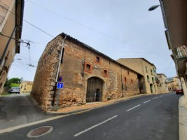 Huge potential for this 265 m² stone barn with covered courtyard of 50 m².