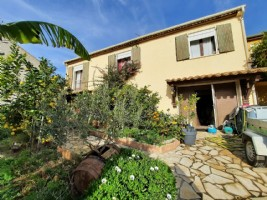 Villa with 145 m² of living space on 474 m² of land and the possibility to create 2 apartments.