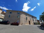 Village house with 350 m² of living space renovated into 4 apartments plus garage and courtyard