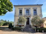 Maison de Maitre to refresh and annexes on 2000 m² with pool, in the heart of the village.