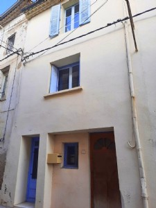 Pretty village house with 113 m² of living space, terrace and independent studio/workshop.