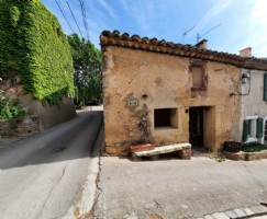 Cute stone village village house with 62 m² of living space including 2 bedrooms plus terrace.