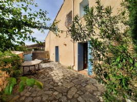 Charming village house, former bakery, with 90 m² of living space, 3 bedrooms and courtyard.