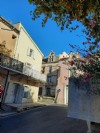 Pretty town house with 50 m² of living space with small terrace in the heart of the village.