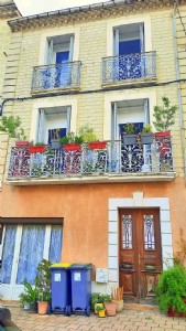 Spacious village house with 170 m² of living space including a small independent apartment.