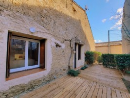 Stone barn with loft of 64 m², courtyard of 60 m² and possibity to convert the upper level.