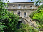 Winegrower property to renovate with bourgeoise home, annexes, courtyard and garden !