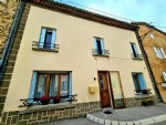 Pleasant village house with 160 m² of living space, 3 bedrooms and patio. Superb !