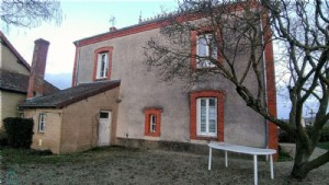 Character house with outbuildings in picturesque charolais village