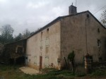 Farmhouse to renovate in a quiet and pleasant environment