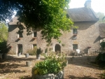 Thatched manor house with large gite and pool in the blavet valley.