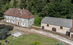 Carlux: stone house to restore with barn and outbuildings