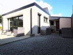Happy marriage of a timber frame with a contemporary flat roof extension