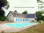 Large family house with pool located 3mns from the heart of a village