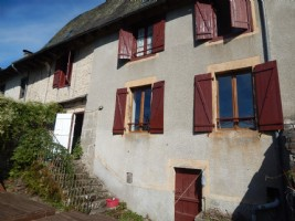 Character house in stone with 4 bedrooms, 3 bathrooms, terrace, with lovely views.