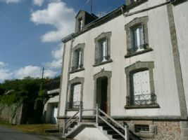 Close to Langonnet, 8 bedrooms house with conservatory. garden.