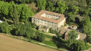 Former 12th century domain with guest house and gite activity on 1 hectare with pool.