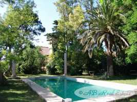 *** Reduced Price *** Domain with Maison de Maître 480m² on park, large winery with