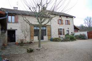 REDUCED Farmhouse with barns and stable for 5 horses on 1.9 hectares with small lake.