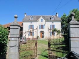 Handsome Maison de maitre on the edge of a small village.